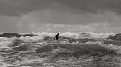 L'homme qui marchait sur l'eau (Jacques Isner) Tags: guéthary surf côtebasque pentax pentaxart pentaxflickraward pentaxk1 pentaxsmc mer