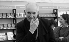 Edinburgh International Book Festival 2018 - Alan Lee 04 (byronv2) Tags: charlottesquare edinburgh edinburghfestival edimbourg scotland newtown edinburghinternationalbookfestival edinburghinternationalbookfestival2018 eibf2018 books literature literaryfestival dusk evening edinburghbynight night nuit nacht festival author artist alanlee jrrtolkien tolkien fallofgondolin lordoftherings fantasy blackandwhite blackwhite bw monochrome peoplewatching candid street bookstore bookshop livres