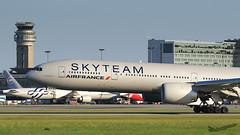 Air France (Skyteam) B777-300 F-GZNN F-GZNT 2 (Olivier Pirnay) Tags: cyul yul montreal airfrance skyteam boeing b777300 fgznn fgznt