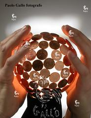 Paolo Gallo fotografo (BXIJNGOHAZD6GRPENLFTO7OOQ5) Tags: economia finanza denaro chiromante futuro soldi moneta oroscopo tarocchi sfera cristallo mano mani paolo gallo euro eur
