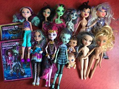 Flea Market Finds : 09-01-2018 (Part 3) (MyMonsterHighWorld) Tags: monster high frankie stein basic wave 1 zombie shake venus mcflytrap rochelle goyle haunt the casbah 13 wishes draculaura scaris city of frights cleo de nile bratz jade dana live in concert rock angel sunkissed summer sun kissed cloe ever after madeline maddie hatter getting fairest mattel mga entertainment ghouls rule