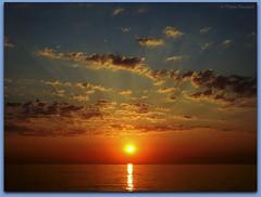 Soleil levant (bleumarie (peu présente, désolée !)) Tags: été été2018 littoralméditerranéen mariebousquet mididelafrance suddelafrance vacancesàlamer vacancesdété bleumarie côte catalogne france littoral méditerranée méridional mer midi plage pyrénéesorientales roussillon saintemarie saintemarielamer sud vacances fabuleuse