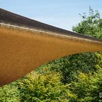 Timber is a kind of Chamaecyparis pisifera. 屋根は柿葺き(サワラ材)。軒天井はサワラ材です。
