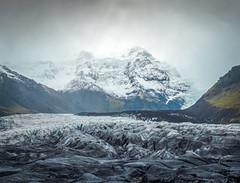 Svínafellsjökull (Tom Neumann) Tags: sony glacier mountain iceland svinafellsjokull snow rain landscape ice nature hike trekking travel trip haze mist fog niebla neblina viaje excursion naturaleza hielo paisaje lluvia nieve uskabdua montaña glaciar