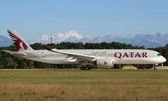 Qatar Airways. A7-ALS. Airbus A350-941. QR100. (Themarcogoon49) Tags: qatar airways airbus a350 aircraft planespotting gva lsgg cointrin airport switzerland mountains montblanc alps montagne avion aviation