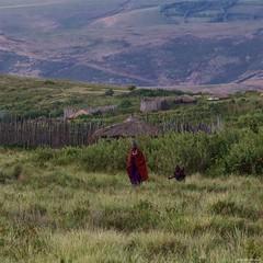 IMGP5771 Maasai (Claudio e Lucia Images around the world) Tags: ngorongoro tanzania africa masai maasai woman portrait village asilia higlands crater safari pentax pentaxk3ii pentax60250 ritratto young family wifes wife kids children masaivillage husband head his first man boss