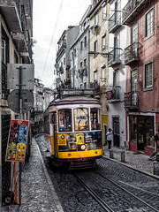 Lisbon streets (Karsten Gieselmann) Tags: 1240mmf28 alfama em5markii europa farbe fassade gelb grau lissabon mzuiko microfourthirds olympus portugal reise schwarz stadt strasenbahn black city color facade front gray kgiesel m43 mft tram travel yellow