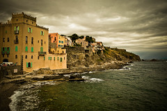 Collioure  [●]  14:18 ([ Vincent ● Buuron ]) Tags: httpwwwcolliourefrfr collioure coast frankrijk vincent●buuron fujixt1 fujinon pyrénées pyrénéesorientales medieval méditerranée mediterranean sea harbor vincentbuuron colours sky clouds camera france frankreich francia franceonflickr europeonflickr flickr