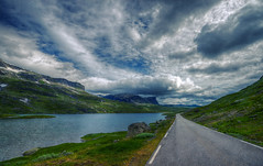 Destination unknown but the road to get there is more than beautiful (Fr@nk ) Tags: dsc09345 travel frnk mrtungsten62 rec0309 recent norway norge nuages clouds europ12