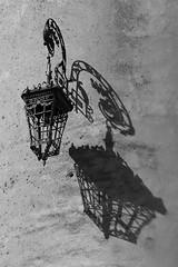 Le temps met tout en lumière... (NUMERIK33) Tags: lanterne lumière light lantern explore