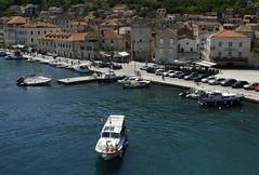 Vis (town) (dese) Tags: vis visøy visby europa adriahavet adriaticsea adriatic july juli summer sommar ferie croatia kroatia europe dalmatia coast july262018 kai viškikanal båt