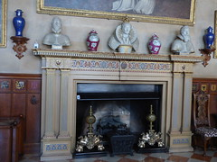 Charlecote Park - The House - The Great Hall - fireplace (ell brown) Tags: charlecotepark riveravon wellesbourne stratforduponavon warwickshire england unitedkingdom greatbritain nationaltrust warwick deerpark lucyfamily sirthomaslucy georgehammondlucy ladyalicelucy capabilitybrown henryspencerlucy georgelucy gradeilistedbuilding gradeilisted charlecotehall countryhouse johngibson georgeandmaryelizabethlucy charlecoteparkhouse thegreathall fireplace