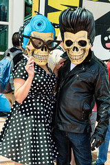 The Fifties ain't dead (rikioscamera) Tags: cosplay cosplayer costume sdcc sdcc2018 sandiego sandiegocomiccon sandiegoconventioncenter d750 lightroom nikon skulls couple fiftiesstyle rockabilly motorcyclejacket pokodotdress