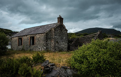 Caban, Pen yr Orsedd (Rogpow) Tags: nantlle penyrorseddquarry slatequarry wales yfron quarry slate building historicbuilding abandoned derelict decay disused dilapidated ruin fujifilm fuji fujixpro2 industrialhistory industrialarchaeology industrial industry snowdonia northwales caban mynyddmawr locoshed