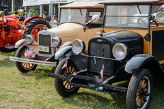 Antique Cars (Josh152) Tags: pioneerdays wi nikon d800 wisconsin antiquecars cars chevrolet automobiles nikond800 eauclaire