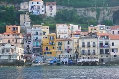 Chianalea di Scilla, il mare in casa (maggio.giov) Tags: tz100 travel nostalgia youmustsee navigando tirrenica martirreno vento seaside boating calabria scilla chianalea case mare