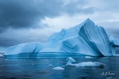 ¨ A ponta do Iceberg ¨ (JJSantosphoto) Tags: jjsantos jjsantosphoto iceberg mar oceano gelo geleira ceu canoneos1dx canon eos1dx eos 1dx antarctica antartica antartida expediçãoantarctica expediçãoantartida expediçãoantartica expedição continenteantartico peninsulaantarctica peninsulaantartica peninsulaantartida peninsula agua ef28135mm ef glaciar glacial