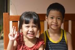 cute friends (the foreign photographer - ฝรั่งถ่) Tags: cute children boy girl friends khlong thanon portraits bangkhen bangkok thailand nikon