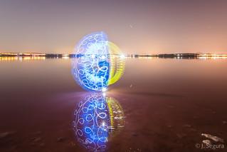 Esfera en la laguna I