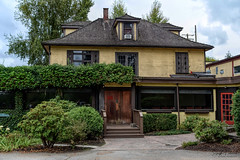 Jacob Haldi House circa. 1908 (Bedford House Restaurant) Fort Langley (SonjaPetersonPh♡tography) Tags: langley fortlangley townshipoflangley bc britishcolumbia canada town tourists shops gallery restaurants quaint village antiques gloverrd fraserriver parks bedfordhouserestaurantlounge abandoned abandonedbuilding abandonedrestaurant oldbuildings