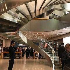 仕事終わりに表参道の Apple Store に寄ってるけど XS ではないでござる。 (mukunokiyasuo) Tags: ifttt instagram
