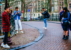 PhotoCall [Amsterdam Atmosphere] (237/365) (Walimai.photo) Tags: street calle candid robado amsterdam holanda holland netherlands nikon d7000 nikkor 35mm color colour puente bridge