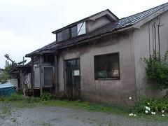 Rain and an old house (しまむー) Tags: sony cybershot dscf828 f828 carl zeiss variosonnar t 751mm 28200mm f228 walk mutsu rain rainy