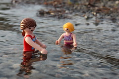 Schwimmen04 (Klickystudios) Tags: outdoor ostsee strand playmobil spielzeug kinder wasser