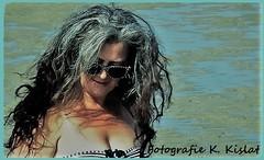 Familie (kislat.karin) Tags: frau wasser meer haare blau sonnenbrille
