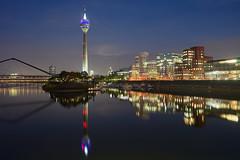 Düsseldorf MediaHafen (Benni's Fotobude) Tags: media düsseldorf duesseldorf duessel ruhr ruhrgebiet agentur skyline germany deutschland spiegelung reflection turm tower sendemast modern architektur