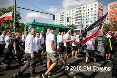 Rudolf-Heß-Gedenkmarsch 2018: Mord verjährt nicht! Gebt die Akten frei! Recht statt Rache  und Gegenprotest: Keine Verehrung von Nazi-Verbrechern! NS-Verherrlichung stoppen! – 18.08.2018 – Berlin –IMG_6284 (PM Cheung) Tags: rudolfhessmarsch wwwpmcheungcom berlin mordverjährtnichtgebtdieaktenfreirechtstattrache neonazis demonstration berlinspandau spandau friedrichshain hesmarsch rudolfhes 2018 antinaziproteste naziaufmarsch gegendemonstration 18082018 blockade npd lichtenberg polizei platzdervereintennationen polizeieinsatz pomengcheung antifabündnis rechtsextremisten protest auseinandersetzungen blockaden pmcheung mengcheungpo pmcheungphotography linksradikale aufmarsch rassismus facebookcompmcheungphotography keineverehrungvonnaziverbrechernnsverherrlichungstoppen antifaschisten mordverjährtnicht rudolfhesmarsch sitzblockaden kriegsverbrechergefängnisspandau nsdap nskriegsverbrecher geschichtsrevisionismus nsverherrlichungstoppen hitlerstellvertreterrudolfhes 17august1987 rathausspandau ichbereuenichts b1808 festderdemokratie verantwortungfürdievergangenheitübernehmen–fürgegenwartundzukunft rudolfhessmarsch2018 rudolfhesgedenkmarsch rudolfhesgedenkmarsch2018