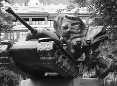 The Tank-Borne Infantry by V.A. Dronov (1975) (Miranda Ruiter) Tags: tank war infantry sculpture art publicart muzeon muzeonparkofarts russia rusland moscow blackandwhite photography soldiers