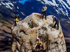 Macro Monday #Rock - Gefährliche Kletterpartie (J.Weyerhäuser) Tags: klettern preiser tinypeople stone macromondays h0 rock