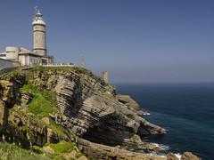 Faro de Cabo Mayor- Santander (LUIS FELICIANO) Tags: farodecabomayor santander cabo faro acantilado rocas mar cantabrico mirador gente olympus e5