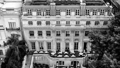 Palacio Duhau (Raúl Alejandro Rodríguez) Tags: edificio building árboles trees mesas tables sillas chairs escaleras stairs stairways palacio duhau buenos aires argentina