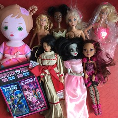 Flea Market Finds : 08-19-2018 (Part 2) (MyMonsterHighWorld) Tags: mooshka mga entertainement doll tess camp rock tiana the princess frog disney mattel flavas p bo super sindy hasbro mexico kira clone chihuahua mexican once upon a zombie snow white ever after high briar beauty monster dvd