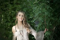 Arantxa (boni_villasirga) Tags: portrait retrato chica girl woman mujer modelo model rubia blonde pelo hair fotógrafo photographer madrid moda fashion outfit árbol hierba canon sigmaart sigma