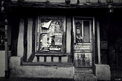 C'est là ! (Un jour en France) Tags: monochrome rue rust street strase 3 abandonné noiretblanc noiretblancfrance