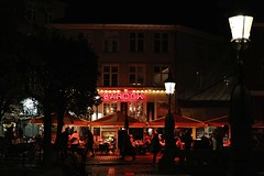 Barock (just.Luc) Tags: night nacht nuit dark dunkel donkel neon light licht lumièree red rood rouge rot sign letters lettres word woord mot lantern streetlight straatlantaarn rojo rosso árbol albero