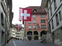 The Old Town of Burgdorf (Marit Buelens) Tags: flag fahne vlag suisse schweiz switzerland bern emmental burgdorf altstadt oldtown shop stadthauskeller buchhandlunglanglois kunsthandlung arcade
