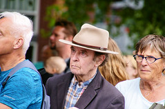 Faces in the Crowd #3 (Hindrik S) Tags: people man mann homme hat hoed crowd mensen menschen minsken peuple candid face streetphoto strjitfotografy streetphotography straatfotografie street strjitte straat sonyphotographing sony sonyalpha a57 α57 slta57 tamron tamronaf16300mmf3563dillvcpzdmacrob016 2018 strasenfotografie