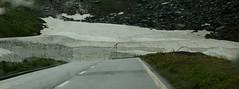 En toen zagen we een berg sneeuw, nog een rest van afgelopen winter. (limburgs_heksje) Tags: zwitserland schweiz swiss berner oberland nufenenpass bergen onweer regen