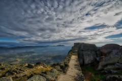 Escalera al cielo - Stairway to heaven (Cembe Héctor) Tags: panoramica nubes clouds rocas stone sunset sun amanecer sol dramatic sky natural landscape panorama naturaleza nature light luz