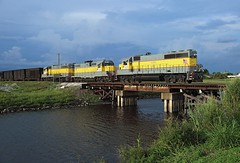 506 + 302 + 404, Lake Harbor FL, 24 Nov 2017 (Mr Joseph Bloggs) Tags: ussc united states sugar corporation america florida clewiston lake harbor freight cargo merci south central express emdgp402 gp40 gp402 emd electro motive division gm general motors railway railroad bahn zug vlak