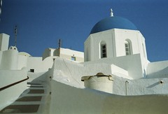 White & blue (•Nicolas•) Tags: nicolasthomas 200iso c41 color couleur film grece greece holidays ile island kodak leica m4p santorini tourism tourisme vacances