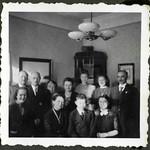 Album A 62 Familienfoto, Wohnstube, 1930er thumbnail