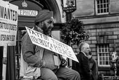 Tout (Cycling-Road-Hog) Tags: beard blackwhite candid canoneos750d citylife colour efs55250mmf456isstm edinburgh edinburghfringefestival2018 mobile monochrome people phone places royalmile scotland street streetphotography streetportrait style urban