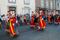 Autrefois le Couserans (Ariège) (PierreG_09) Tags: ariège pyrénées pirineos couserans fête manifestation tradition saintgirons groupe autrefoislecouserans folklore costume bethmale bethmalais