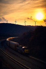 Sunset Sandpatch (benpsut) Tags: 8521 csxt8521 yn2 trains railroad autorack sunset csx csxkeystonesub bo blazing windmill sky glint