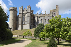 England / Sussex - Arundel Castle (Michael.Kemper) Tags: südengland southern canon eos 6d 6 d canoneos6d canonef1635f4lisusm ef 1635 f4l f4 l is usm voyage travel travelling reise vacation urlaub gb great britain grosbritannien uk united kingdom vereinigtes königreich england sussex west arundel castle schlos schloss chateau château burg garten garden park sommer summer arun river flus fluss